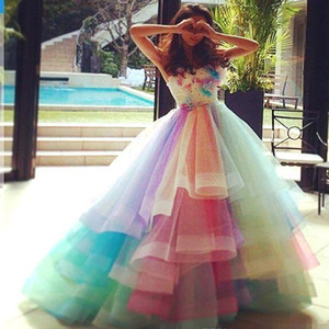 Renkli Gökkuşağı Ombre Genç Quinceanera Drsses Katmanlı Tül Balo Örgün Parti Gelinlik Modelleri Sweet Sixteen Abiye