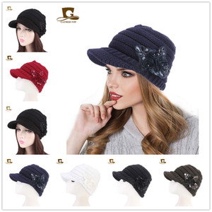 Chapeau de bonnet de visière de gavroche de câble en tricot pour femmes avec des fleurs à accents de paillettes