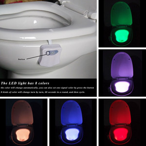 Intérieur nouveauté éclairage 8 couleurs intelligent Veilleuse salle de bains toilettes LED corps activé par le mouvement Marche / Arrêt Siège capteur de lumière toilettes lampe
