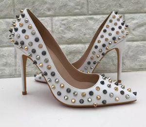High Shoes Brand Rivets Womens Designer Fashion Fights Rojos Tacones de boda Heel Black Silver Mujeres Bombas Vestimenta Inferior Diseñador de lujo UTNBC