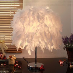 Lampada da tavolo moderna Novità White Wing Feather Desk Light E26 / E27 Lampadina Table Light Camera da letto Sala da pranzo Home Decor Apparecchi di illuminazione