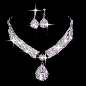 Vintage Two Pieces Jewelry Sets 2019 Luxury Drop Earrings Necklaces Bridal Necklace Hot Sale Cheap Wedding Bridal Accessories