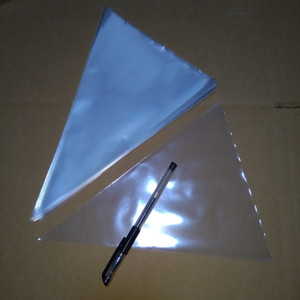 Clear Cellophane Bags 200x 크기 : 24x32cm 투명 Opp 삼각형 원추형 플라스틱 포장 봉투 선물 샌드위치 포켓 펀치