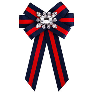 Nueva Mujer Broches Pin Cinta Pequeño Bowknot Escudo Rhinestones Camisas Collar Corsage Pajarita Cristal Joyería de Moda Regalos