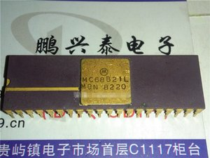 MC68B21L. 16 E / A, PERIPHERISCHER SCHNITTSTELLENADAPTER, Gold Vintage Integrated Circuits Chips / MC68B21. Dual-Inline-40-Pin-Keramikgehäuse-ICs