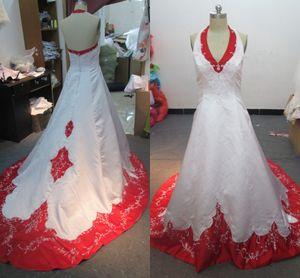 Реальные фотографии красные и белые свадебные платья Холтер шеи рукавов бусы блестки вышивка старинные атласные свадебные платья суд поезд