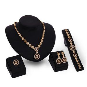 Fashion Women Party Jewelry Set Set squisito di lusso Bridal Strass 18K Placcato oro Cerchi gioielli da sposa in 4 pezzi