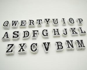 260pcs 26 letras bordado de hierro en el remiendo para la ropa mochila apliques con motivos de tamaño 3.5cm * 4.5cm