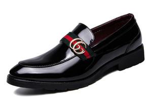Nuovi arrivi mocassini casuali degli uomini in vera pelle slip-on dress scarpe fatti a mano pantofola fumatori uomini appartamenti festa di nozze scarpe grande taglia 38-46