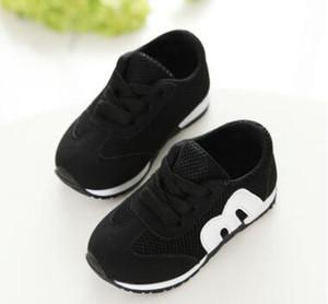 Modische Kinder Frühjahr und Herbst Netz Tuch Brief Kinder Schuhe. Weiche Sportschuhe für Mädchen mit einem einzigen Schuh und atmungsaktiven Taschen.