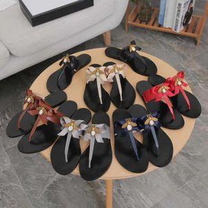 여성 슬리퍼 샌들 디자이너 신발 럭셔리 메탈 꿀벌 정품 가죽 슬리퍼 멋진 보타 타이 플랫 디자이너 캐주얼 신발 크기 36-42 w04