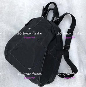 Sac à dos à la mode avec sacs de rangement de luxe avec logo matelassé. Cadeau VIP. Cartable classique avec sac de loisirs de marque.