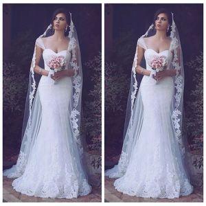 2019 Sheer Off Hombro Apliques de encaje Sirena Vestidos de novia Correas de tul delgadas Vestidos de novia de tren de barrido de novia Con cordones personalizados Atrás