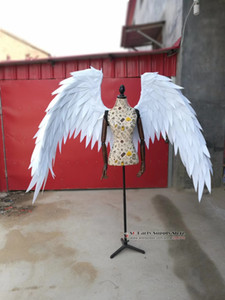 Disfrazados hermoso historieta roja alas de ángel de plumas blancas para el tiro del desfile de moda Muestra boda traje de los apoyos del envío libre de Cosplay del juego