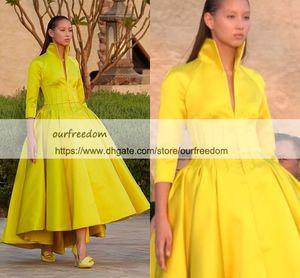 Ashi Studio 2019 Modest Collo alto Prom Dresses 3/4 Maniche lunghe Satin Giallo Hi Low Impero Vita Custom Made Abiti da cerimonia Occasioni