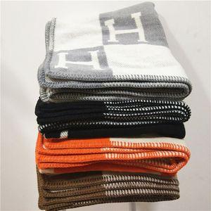 Luxury Signature H Coprire la coperta di lana Home Travel Sciarpa invernale Scaldare le coperte di tutti i giorni Large 170 * 140cm Grigio / Marrone / Arancio / Blu navy