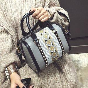2018 Marque Femmes Cross Body Sac Rivet PU Femme Épaule Messenger Clouté Boston Sacs Lady Sac À Main Petit Portable Fourre-tout Shopping