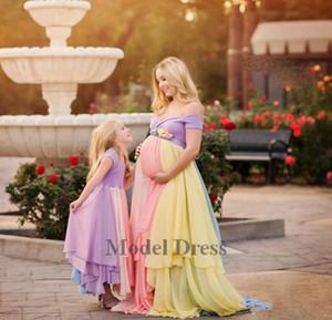Robes de soirée enceintes de couleur arc-en-ciel pour femmes maternelles hors de l'épaule en mousseline de soie une ligne longueur de plancher fille mère correspondant robe de costume