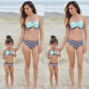 Hot Monther E Filha Swimwear 2018 Halter Two-Pieces Bikini Set Bandage listrado Família Swimwear Pai-filho Swimsuit Família Olhe
