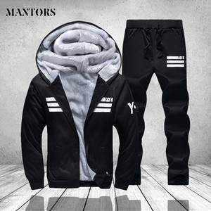 Mens Sportswear Set Casual Winter Warm Chándal Hombres Conjuntos de dos piezas Fleece Chaqueta con capucha Pantalones negros Sweatsuits Hombres Traje de la pista