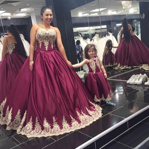 Nouvelle robe de balle colorée robes de mariée Sweetheart sans manches Dentelle Appliques pourpre Robes de mariée de haute qualité sur mesure