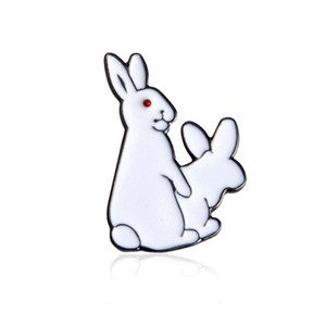 Smalto Pins Bianco Rabbit Evil Brooches Suit Camicia Risvolto Cappello Zaino Distintivo Accessori Regalo Per Lover Party Drop Shipping all'ingrosso