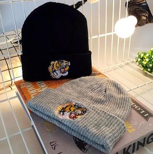 Bambino Autunno Inverno Coppie di nuovo modello tigre ricamo di lana a maglia cappelli donna uomo tenere in caldo Berretti Maschile Set capo hip hop Cap Joker