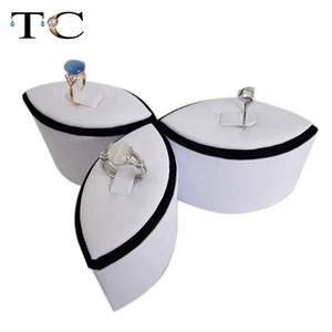 Schmuck-Anzeigen-Ring-Anzeigen-Blumen-geformter Ring-Turm-Anzeigen-weißer und schwarzer Ring-Stand-Halter 3pcs / set