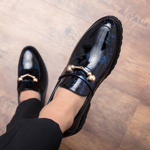 Hommes de luxe robe formelle chaussures en cuir verni boucle en métal Designer Slip On Business Leisure cuir mocassins chaussures Q-480