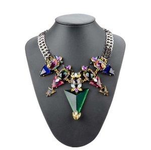 Brand New Womens Necklaces High End Triángulo de la piedra preciosa colgante cadena de flor declaración collares del banquete de boda gargantillas collares
