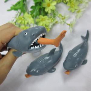Moda Especial De Design Comer Pessoas Tubarão Piscando Squeeze Bonecas De Brinquedo Assustador April Fool's Day Engraçado Bonecas Tricky Fool Toys