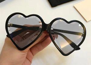 Gafas de sol de lujo 0360 para las mujeres Marco de corazón popular Modelo de moda Lente de protección UV Estilo de verano de calidad superior Ven con el caso