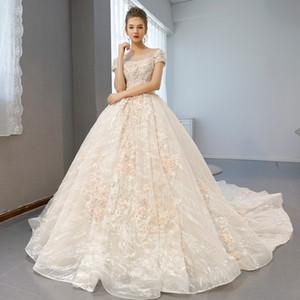 Luxus bescheidene ursprüngliche OUYAFENGQING Hochzeits-Kleider Boot-Ausschnitt Appliques und Kristallverschönerungs-Korne mit langen Zug-Ball-Kleidern