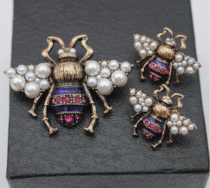 2019New Retro Designer Stud Earrings Vintage Pearl Rhinestone Bee marca pendientes y broche de joyería de alta calidad D3