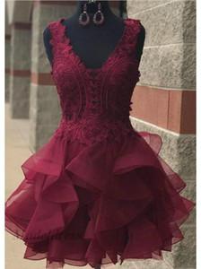 부르고뉴 홈 커밍 드레스 레이스 탑스 Organza Tulle Ruffles 스커트 Tiered V 넥 Mini Short Prom 파티 드레스 for Club Night Designer