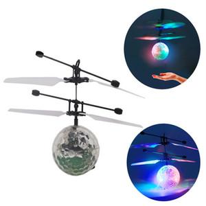 Freeshipping Smart Control IR Induction Flying Flash Disco Colorful Magic LED Ball Stage Lamp Вертолет Детская игрушка Лучший подарок для детей