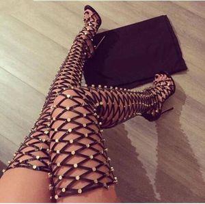 Bayanlar Çivili Uyluk Yüksek Sandalet Perçinler Kadın Yaz Gladyatör Sandal Boots Yüksek topuk Net Cut Out Spinal Diz Üzerinde Uzun botas ...