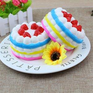 Squishy lento fragranza cintura rimbalzo simulazione di fragole di tre colori giocattoli sfogo torta di pane posto in batch