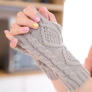 جميلة أنيقة اليد أدفأ قفازات الشتاء النساء ذراع الكروشيه الحياكة فو الصوف القفاز قفازات أصابع الدافئة ، غانتس فام D18110806