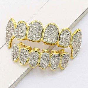 Ice Out Denti Grillz per uomo Bling Bling Cubic Zirconia Hiphop Gioielli placcato in oro 18K Halloween Vampiro Grillz