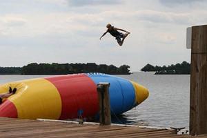 blob saltando saco inflável pulando saco muitos tamanho jogando com trampolim de água uso do parque aquático no verão