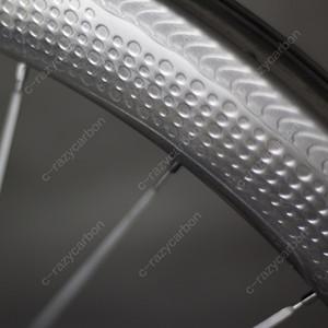 Envío gratis Dimple Aero Carbon 58 mm Juegos de ruedas Superficie de la carretera Ruedas de bicicleta de carretera 700C con Showstopper Freno de pista