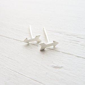 маленькая стрелка направление знак очарование Стад серьги простой Амур стрелка любовь серьги геометрический треугольник лук стрелка Стад серьги ювелирные изделия