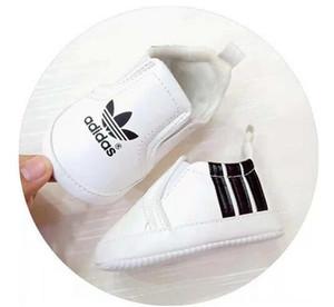 Neonati maschi Designer Shoes for Sale Carino unisex primi camminatori usura del piede Designer per neonati Idee Regalo all'ingrosso