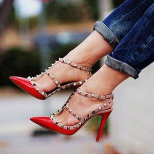 Sandalias Mujer 2018 Летняя обувь T-Strap Gladiator сандалии женщин лакированной кожи пальца ноги Остроконечные Шипастое насосы Rivet Шипованные высоких каблуках сандалии