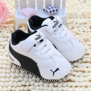 Marke Frühlings-Babyschuh-PU-Leder Neugeborene Junge Mädchen Schuhe Erste Wanderer Baby-Mokassin 0-18 Monate