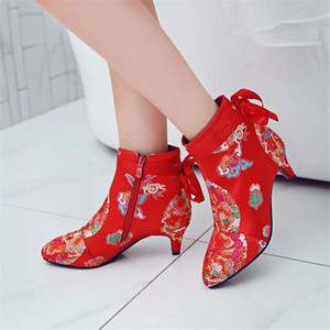 2018 autumn and winter new women's boots Xiangyun red wedding shoes satin cloth large size boots