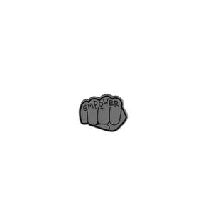 1 pc Empower Punho Emamel Pin Trendy Lapela Crachá Broche de Jóias Pacote de Roupas de Decoração para o Saco de Casaco