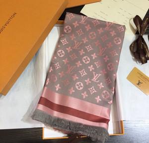 Beliebte weibliche Herbst und Winter Seide Cashmere Schal 140 * 140 cm eine Vielzahl von Farben Gold und Silber Monogramm gedruckt Schal L4501