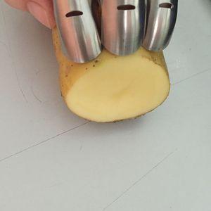 Eco-Friendly Moms Hand 4pcs / Set Ajustable de acero inoxidable Finger Hand Guard Protector de dedos Cuchillo Slice Chop Safe Slice Cooking Tools